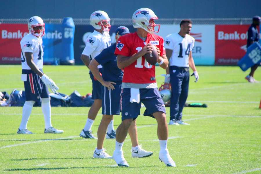 Patriots quarterback Jimmy Garoppolo works out with the team during practice Monday.