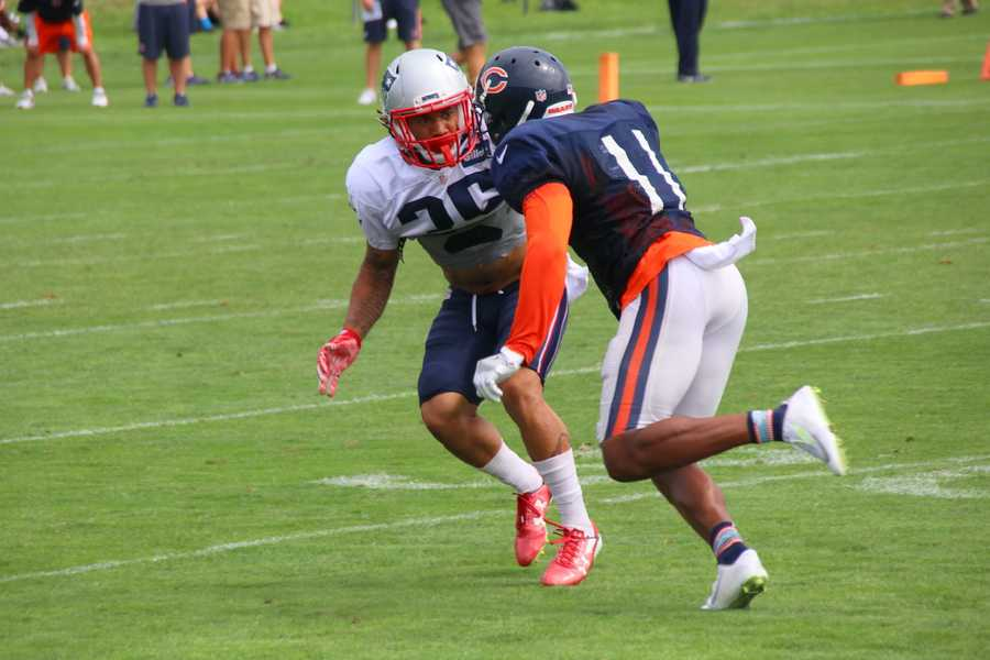 One-on-one drills between the Patriots defense and Bears offense.