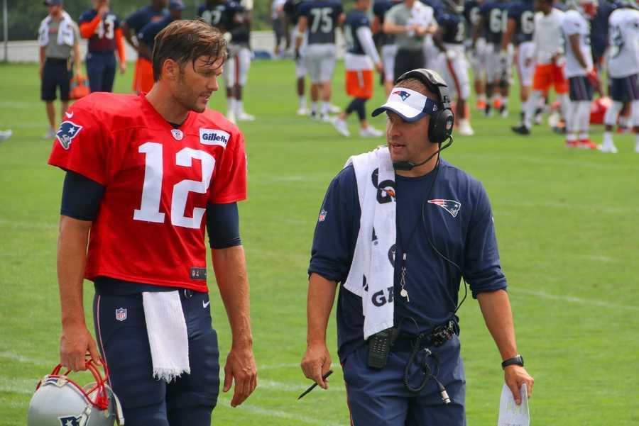 Patriots quarterback Tom Brady and offensive coordinator Josh McDaniels chat at practice.