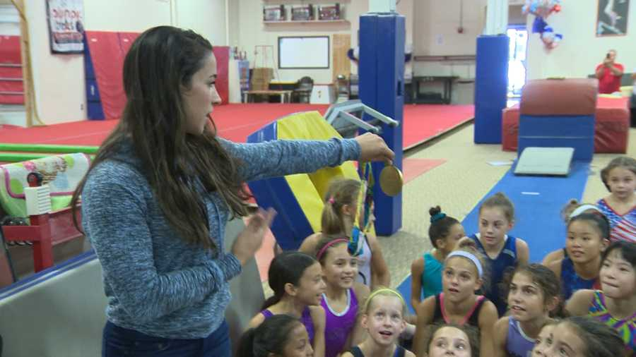 Rasiman spoke to the gymnasts and showed them her medals.