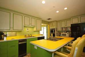 Oh yeah, that's a lime green kitchen!