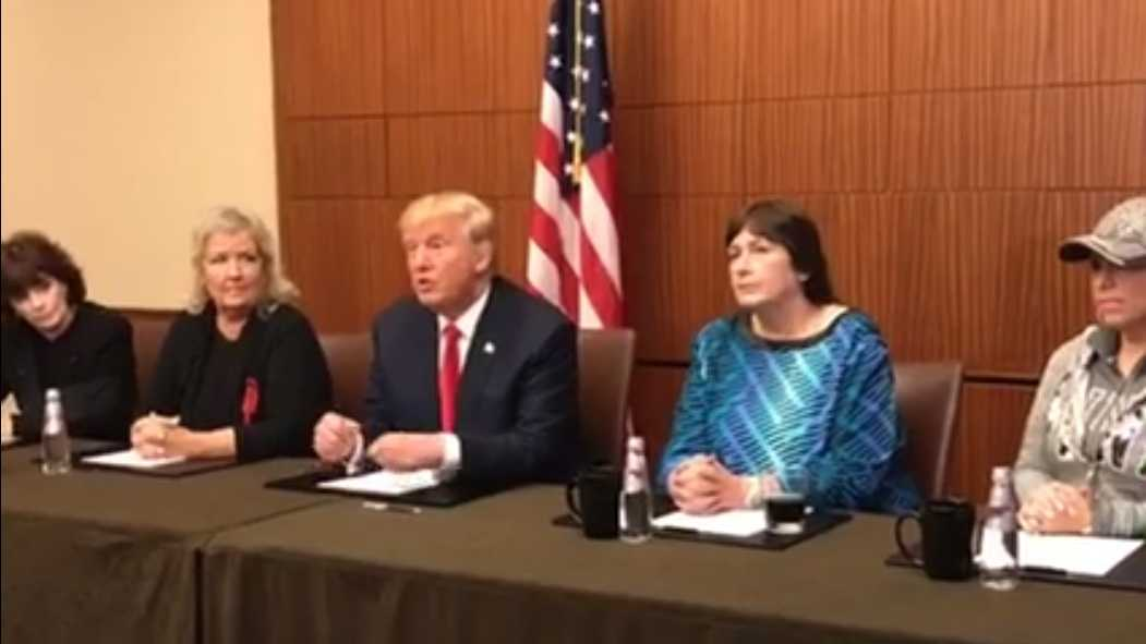 Trump appears with Clinton accusers 1009.jpg