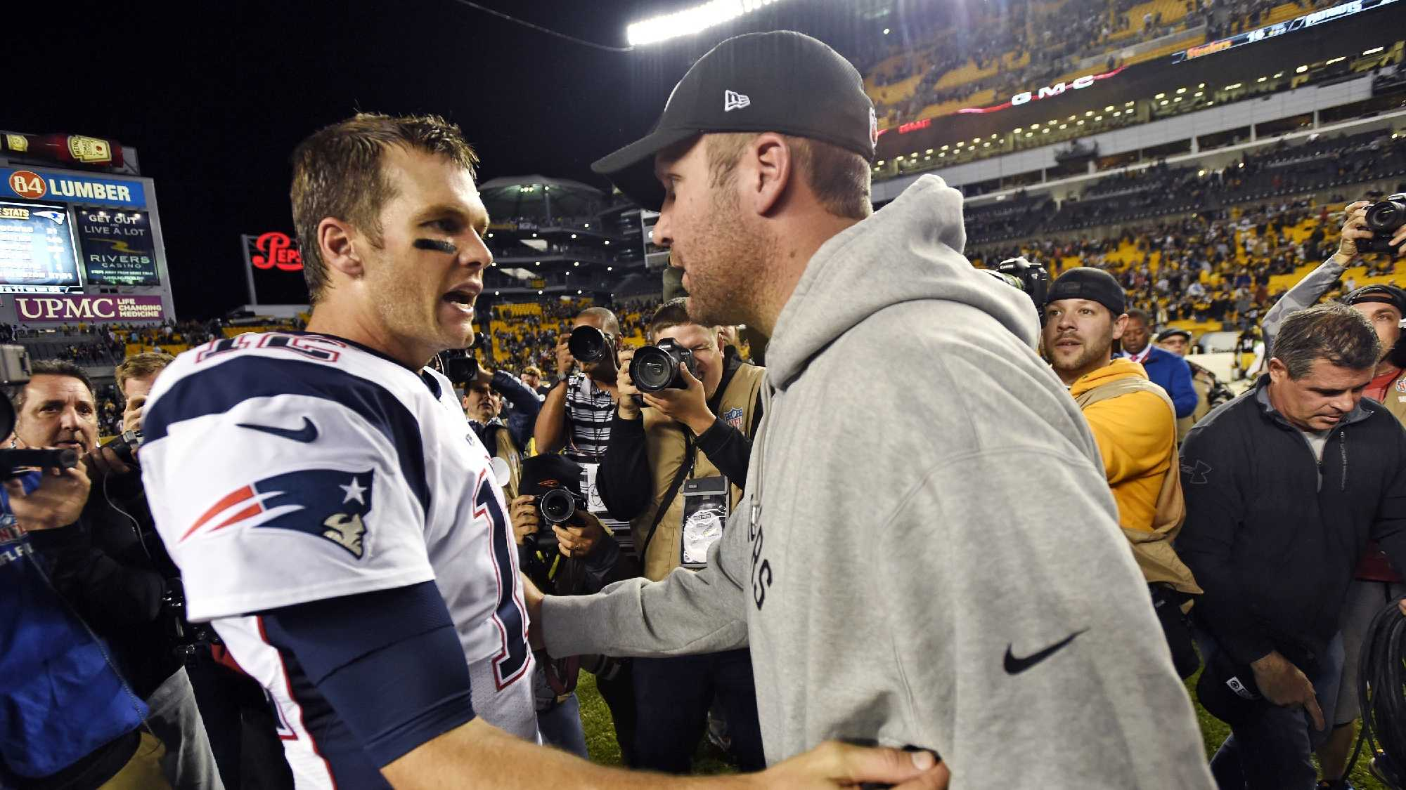 """FILE - In this Oct. 23, 2016, file photo, Pittsburgh Steelers quarterback Ben Roethlisberger, right, and New England Patriots quarterback Tom Brady, left, visit on the field after an NFL football game in Pittsburgh. A clip from Showtime's """"Inside the NFL"""" captured a conversation between the quarterbacks before the game that shows Roethlisberger asking for Brady's jersey."""
