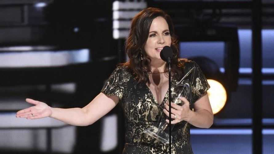 """Lori McKenna accepts the award for song of the year for """"Humble and Kind"""" at the 50th annual CMA Awards at the Bridgestone Arena on Wednesday, Nov. 2, 2016, in Nashville, Tenn."""