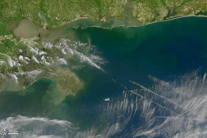 Distant Image: April 28. The eastern part of the oily area is covered by streaks of clouds, but the reddish streaks shown in photos of the slick appear to be visible. It appears that a tendril of oil is reaching out toward the tip of the delta.