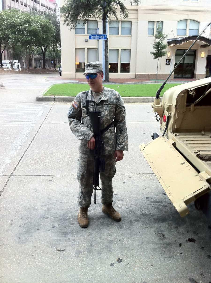 National guardsmen arrive in New Orleans.