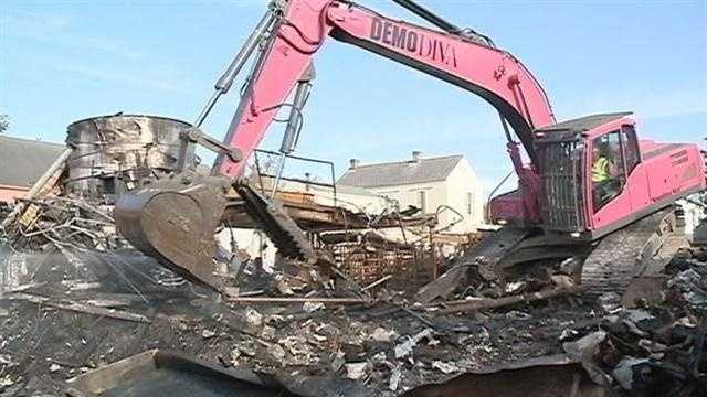 Demolition crews tear down Hubig's Pie factory