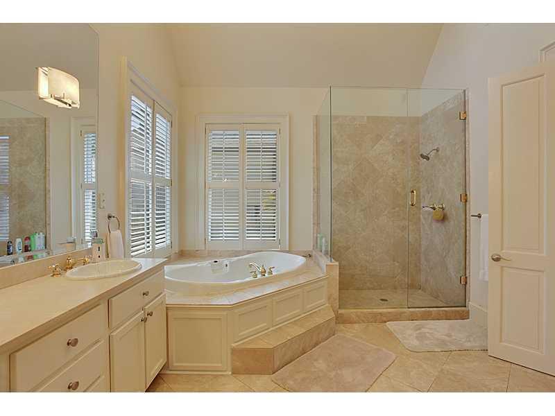 Master Bath, Spa