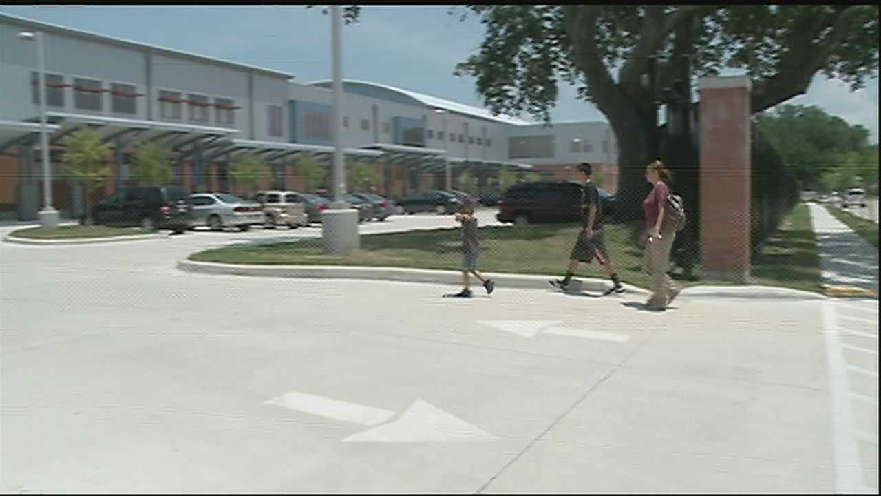Parents say new system makes enrollment a hassle.
