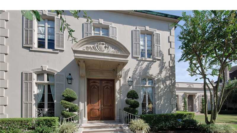 Gardner Realtors shows this beautifully unique home in Metairie, which is listed at $2,800,000. For more information contact them by email at info@gardnerrealtors.com or by phone: 800-566-7801.