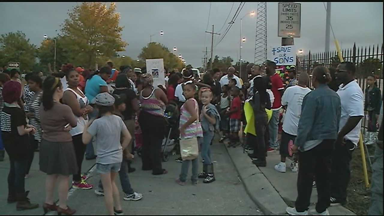 Algiers residents hold emotional anti-violence rally Saturday.