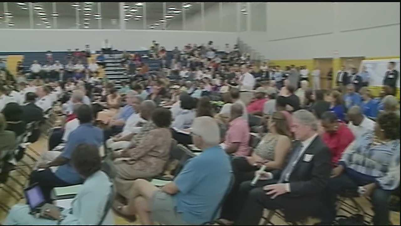 Algiers residents discuss issues facing community