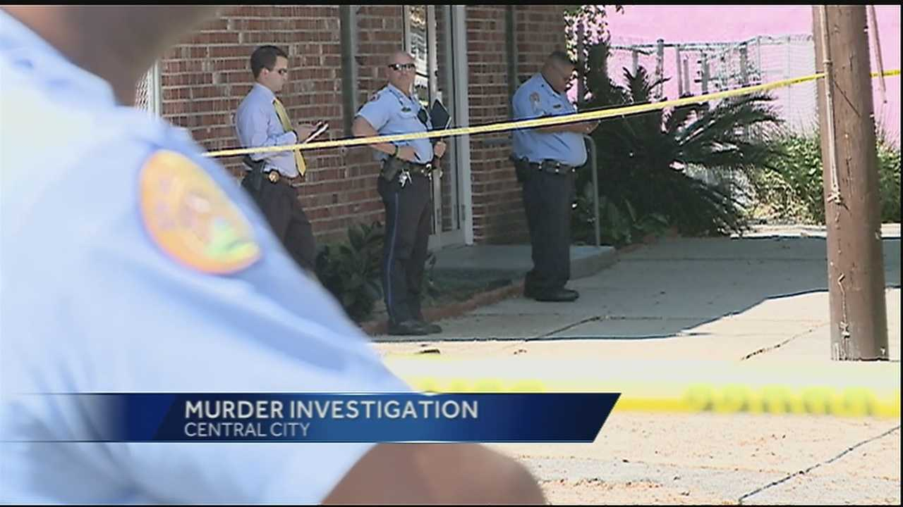 Man found dead on sidewalk in New Orleans Sunday morning.