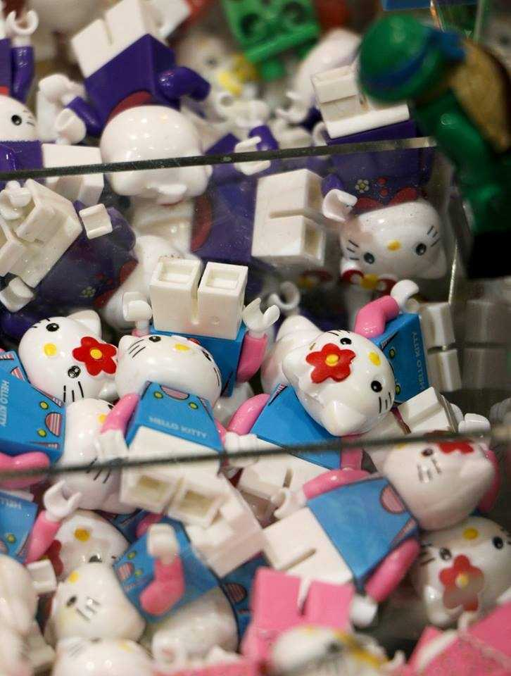 Hello, kitties. Some of many thousands and thousands of LEGO figurines.