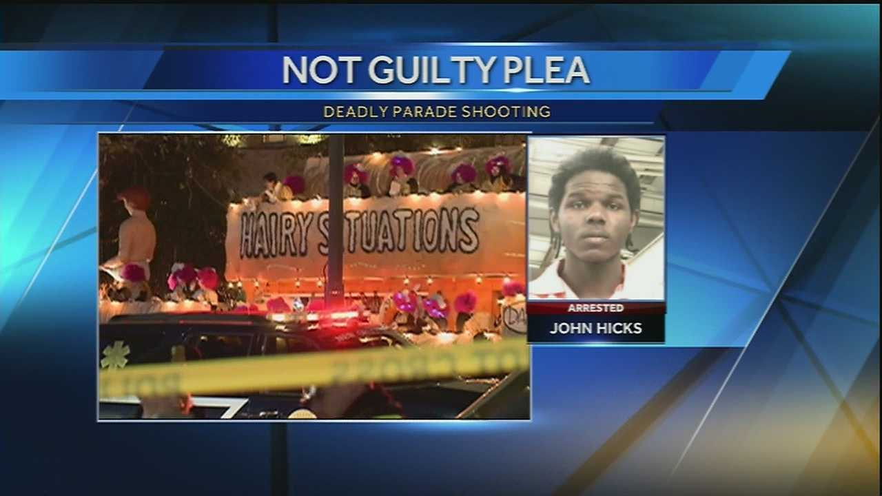 A New Orleans man accused of killing two men during the Muses parade this past Carnival season pleads not guilty in criminal court.