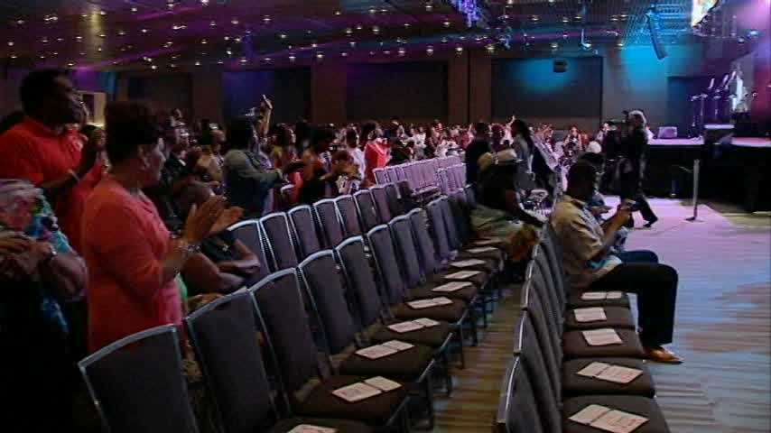 In just a few hours, this year's Essence Festival will officially be in the history books, but not without the hand clapping and foot tapping of the hundreds in attendance.