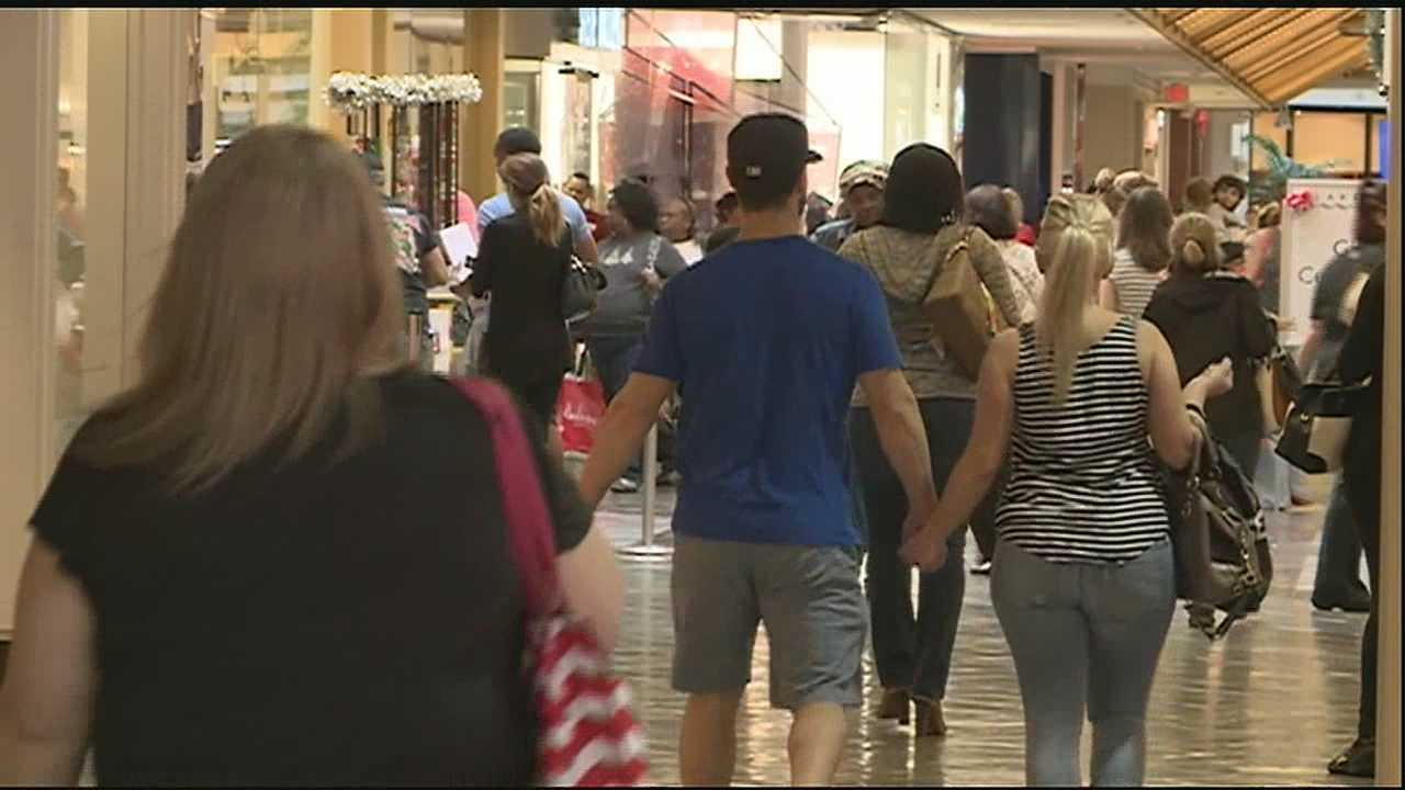 Thousands of people flocked to Lakeside Mall in Metairie to pick up last-minute gifts on Christmas Eve.