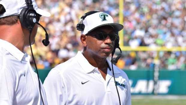 After a 3-9 season and 1-7 in the American Athletic Conference, Tulane made the decision to fire head football coach Curtis Johnson. He finished his career with the Green Wave with a 15-34 record and only one winning season under his leadership.