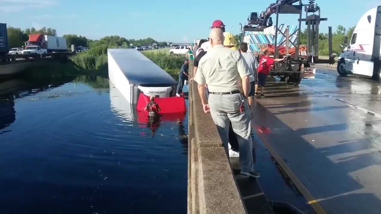 A WDSU Viewer submitted video from the scene of an 18-wheeler that plunged into the waters near the Irish Bayou.