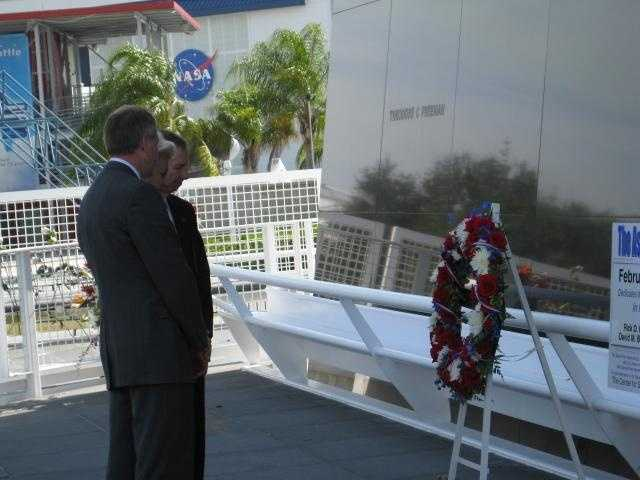 At the end of the ceremony, Husband-Thompson, Griffin and Gerstenmaier placed a wreath at the base of the Space Mirror Memorial.