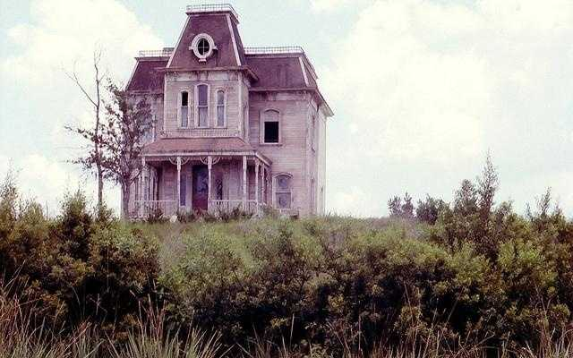 The Bates Motel Set was taken down in 1995.  A Day in the Park with Barney took its place.