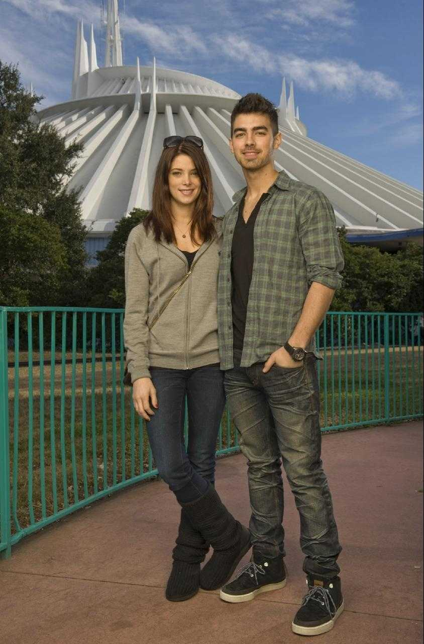 """Twilight"" star Ashley Greene (left) poses Dec. 29, 2010 with actor/singer Joe Jonas of the pop-rock trio ""Jonas Brothers,"" in front of Space Mountain at the Magic Kingdom in Lake Buena Vista, Fla."