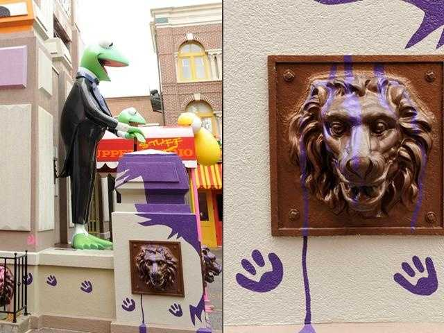 That's right -- it's a lion paw under the big Kermit the Frog statue at Disney's Hollywood Studios.
