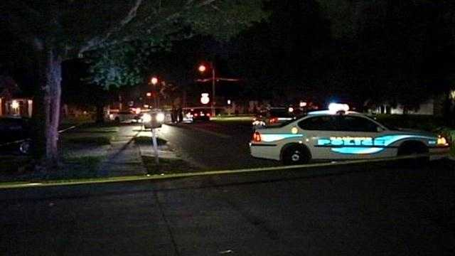 Officials look into an apparent drive-by shooting in Seminole County, WESH 2's Greg Fox reports.