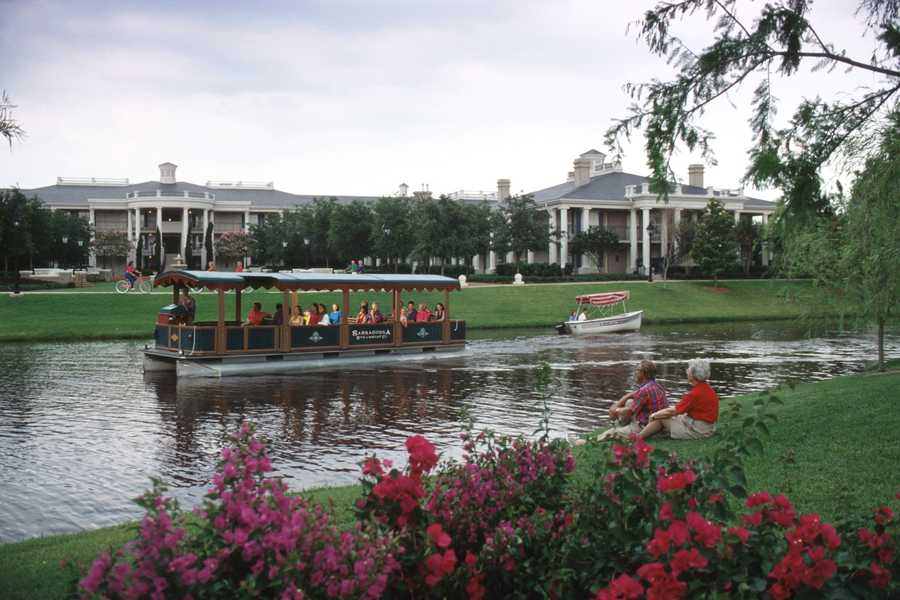 The Riverside Region of Disney's Port Orleans Resort is connected by a winding river road and picturesque waterways to capture the mystery and romance of a voyage up the Mississippi River from New Orleans to Natchez.