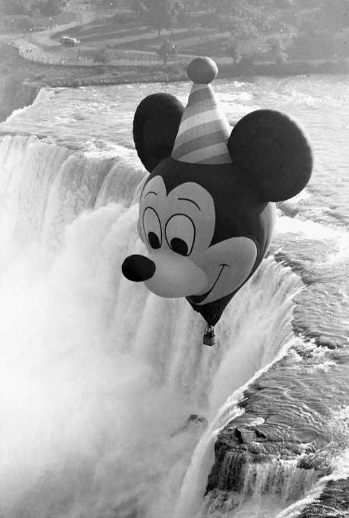 Mickey celebrated his 60th birthday with a brand new hot-air balloon in 1988.  The balloon took flight across the nation, but also made a special appearance above Niagara Falls.