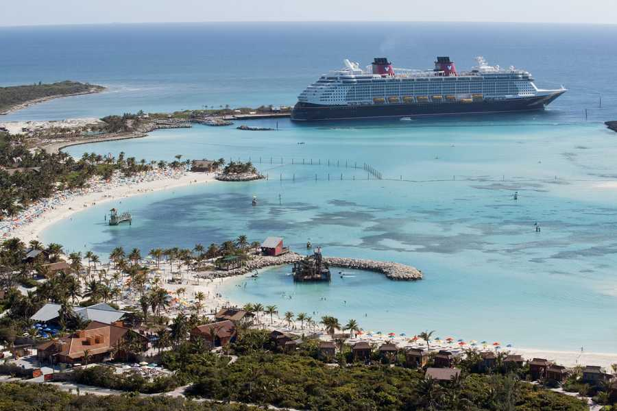 You can find the bow of the second picture on the Disney Dream.