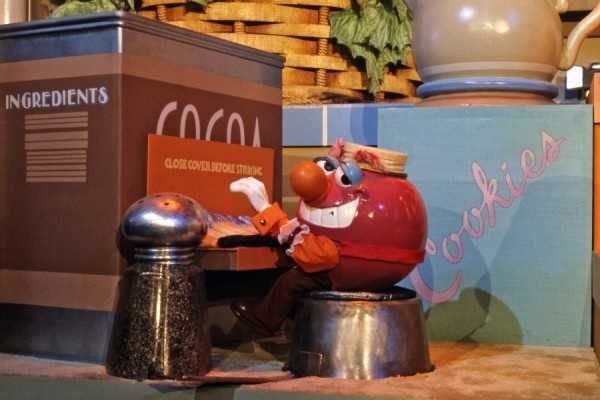 The show was hosted by Bonnie Appetit, and the kitchen would come to life with singing cereal boxes, milk cartons and toast.