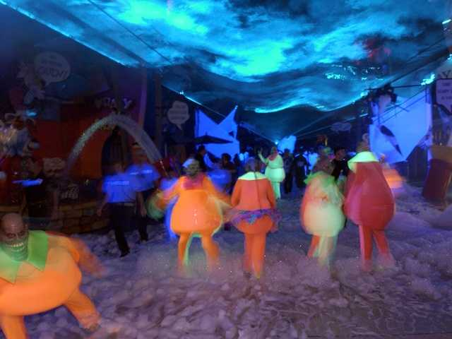 2002: Glowing lights, fog and foam surrounded the Islands of Fear.