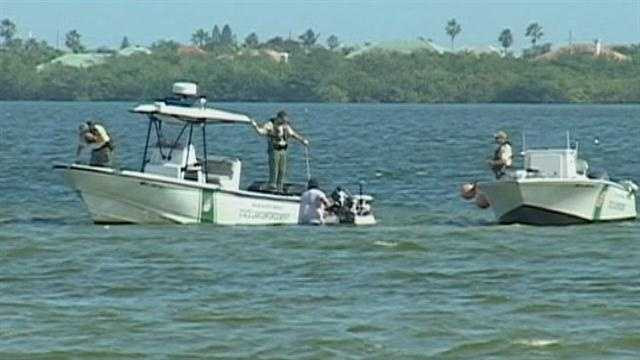 Man swims to shore after boat capsizes in Banana River