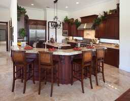 Four seated kitchen bar for casual dining.