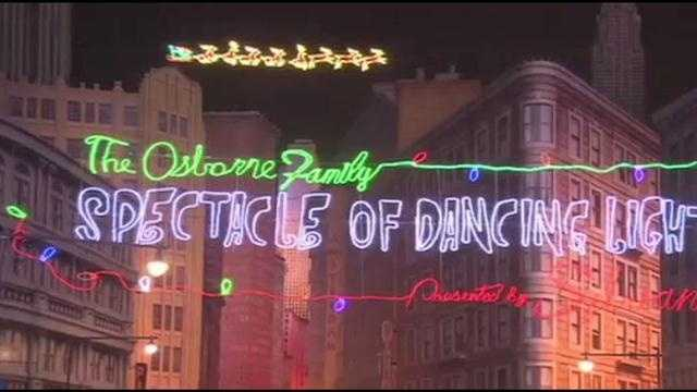 Approximately every 10 minutes, the lights dim and then dramatically spring to life — dynamically choreographed to traditional holiday music.