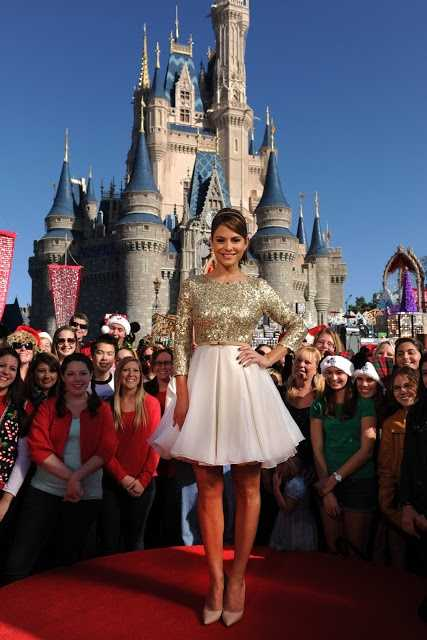 Menounos is the co-host for the holiday special.