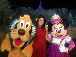 Pluto and Minni join Aixa in front of Beast's castle.
