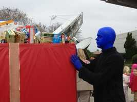 The Blue Man Group stopped by the WESH 2 Studios to drop off some food.