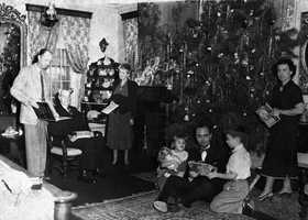 1940: Members of the Knott family in Tallahassee gather for Christmas.