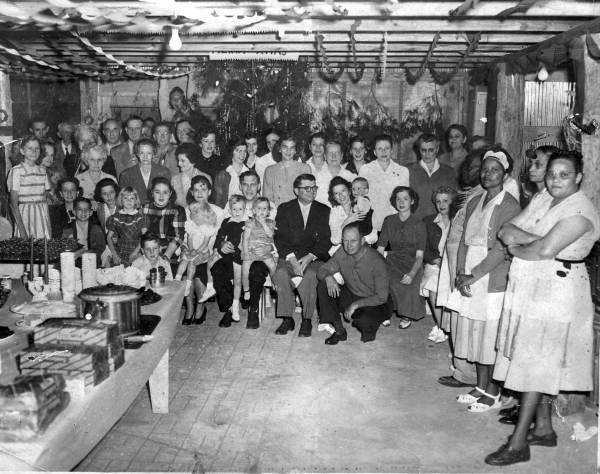1943: A group congregates in Leesburg for a holiday gathering.