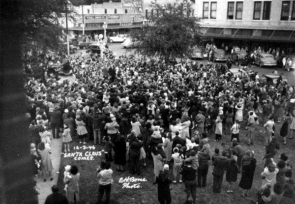 1946: A group forms while waiting for Santa Claus in Gainesville.