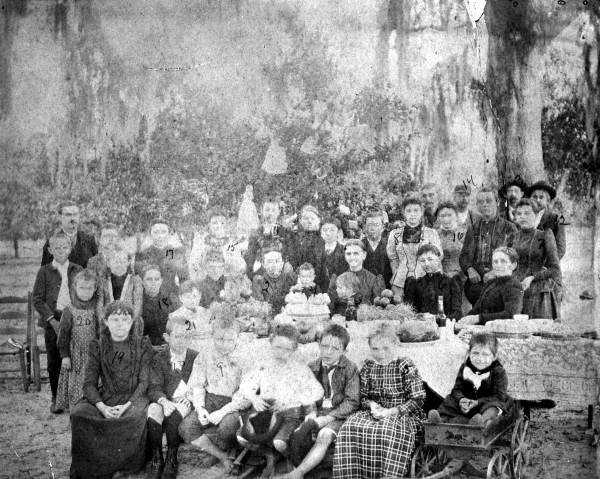 1892: The Croxton family gathers for Christmas in Rochelle, Florida.