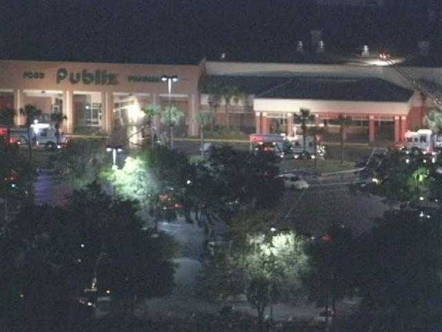 3. 5 hurt when plane crashes into DeLand Publix - Police and sheriff's officials in Volusia County said a single-engine plane has crashed into a Publix in DeLand. (Read story)