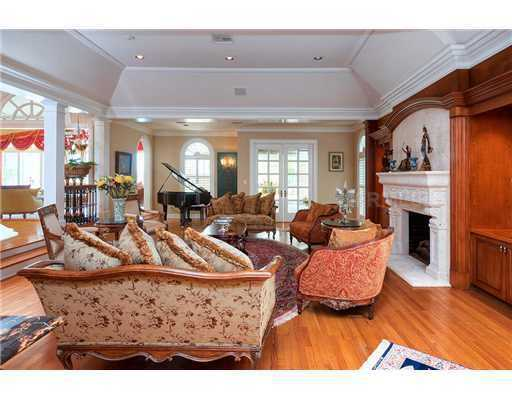 The living room features hardwood floors and measures 28 feet by 20 feet.