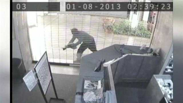 Authorities look into a reported jewelry store heist at the Oviedo Mall.