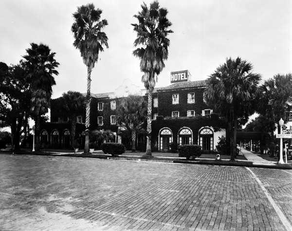 1932: The William Edwards Hotel