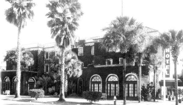 1946: The Palm Hotel