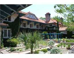 It won the 2006 Florida Preservation Award by the Florida Trust for Historical Preservation.