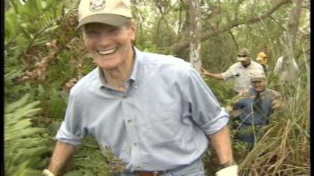 Raw Video: Sen. Bill Nelson goes python hunting